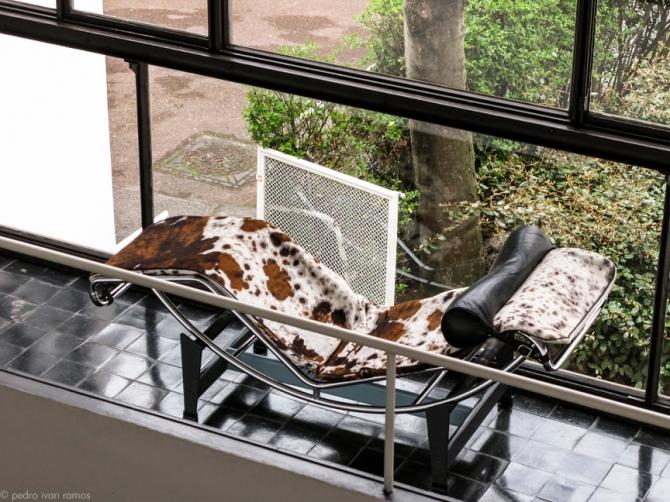 LC4 tapizada en piel de potro en la Villa La Roche, París