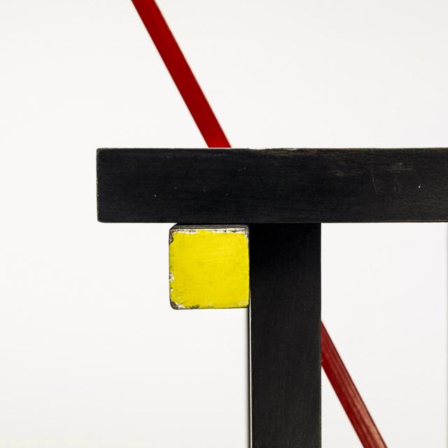 silla roja y azul luz10 04